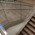 glaswanden en inox trapleuning
